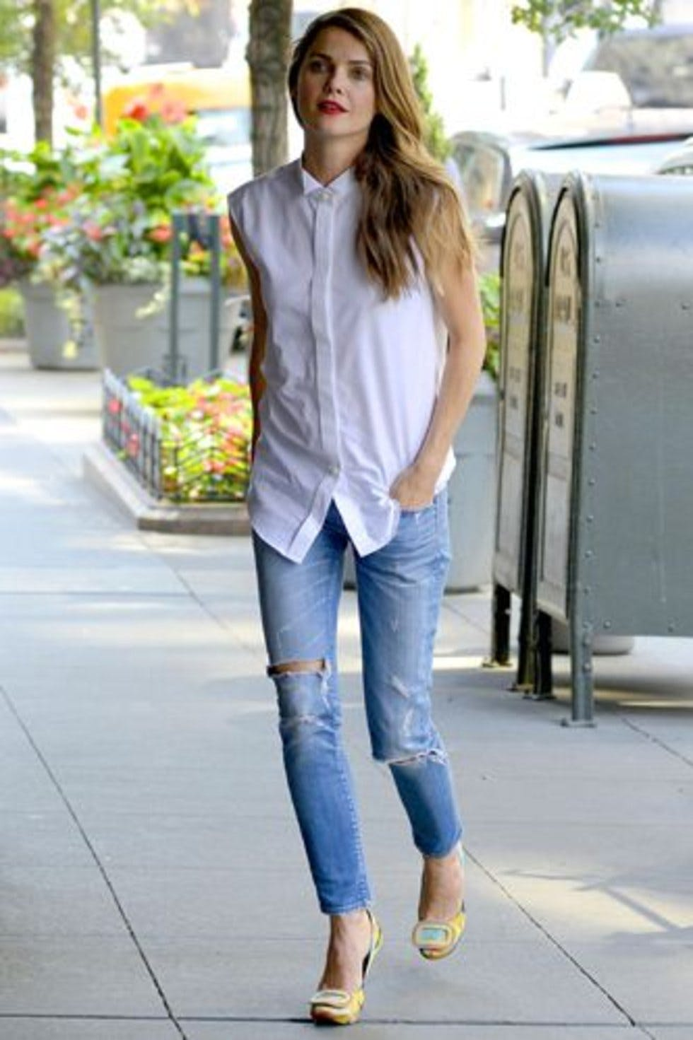 51a264f3fa Keri Russell opted for classic lines with this white shirt and ripped skinny  jeans. Her printed shoes and red lips added a pop of colour as she walked  the ...