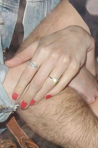Anne Hathaway Wedding Ring 71568 MOVIEWEB