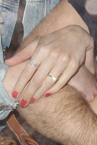 Anne Hathaway Wedding Ring 71568 MOVIEWEB