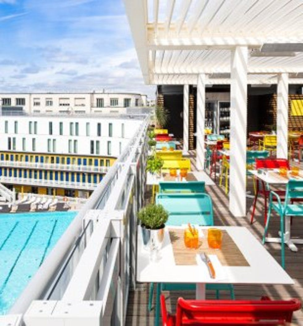 Cocktails with a view create a bucket list from the world for Rooftop piscine molitor