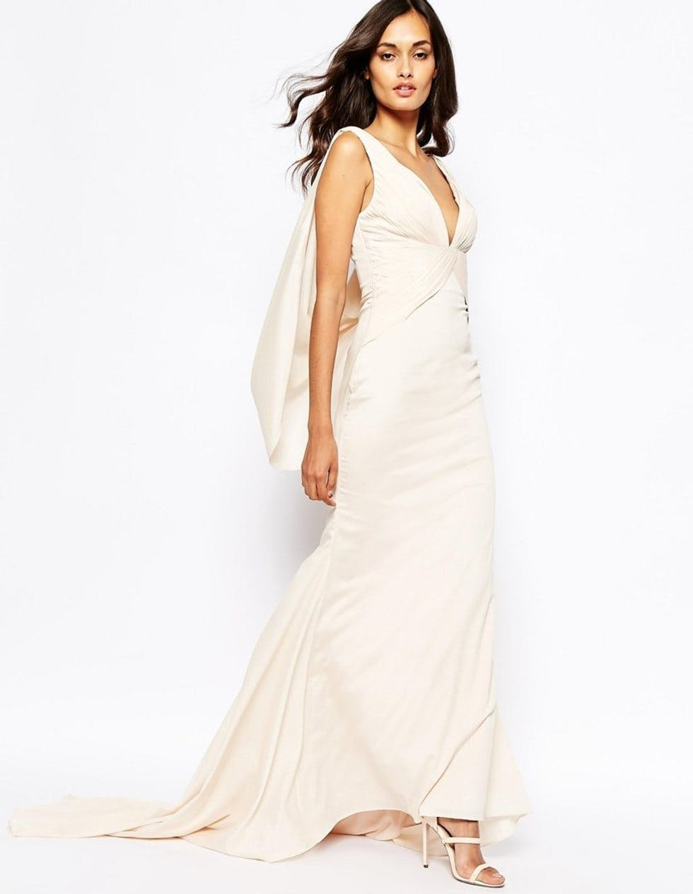 Behold the chic £150 wedding dress that\'s flying off the shelves ...