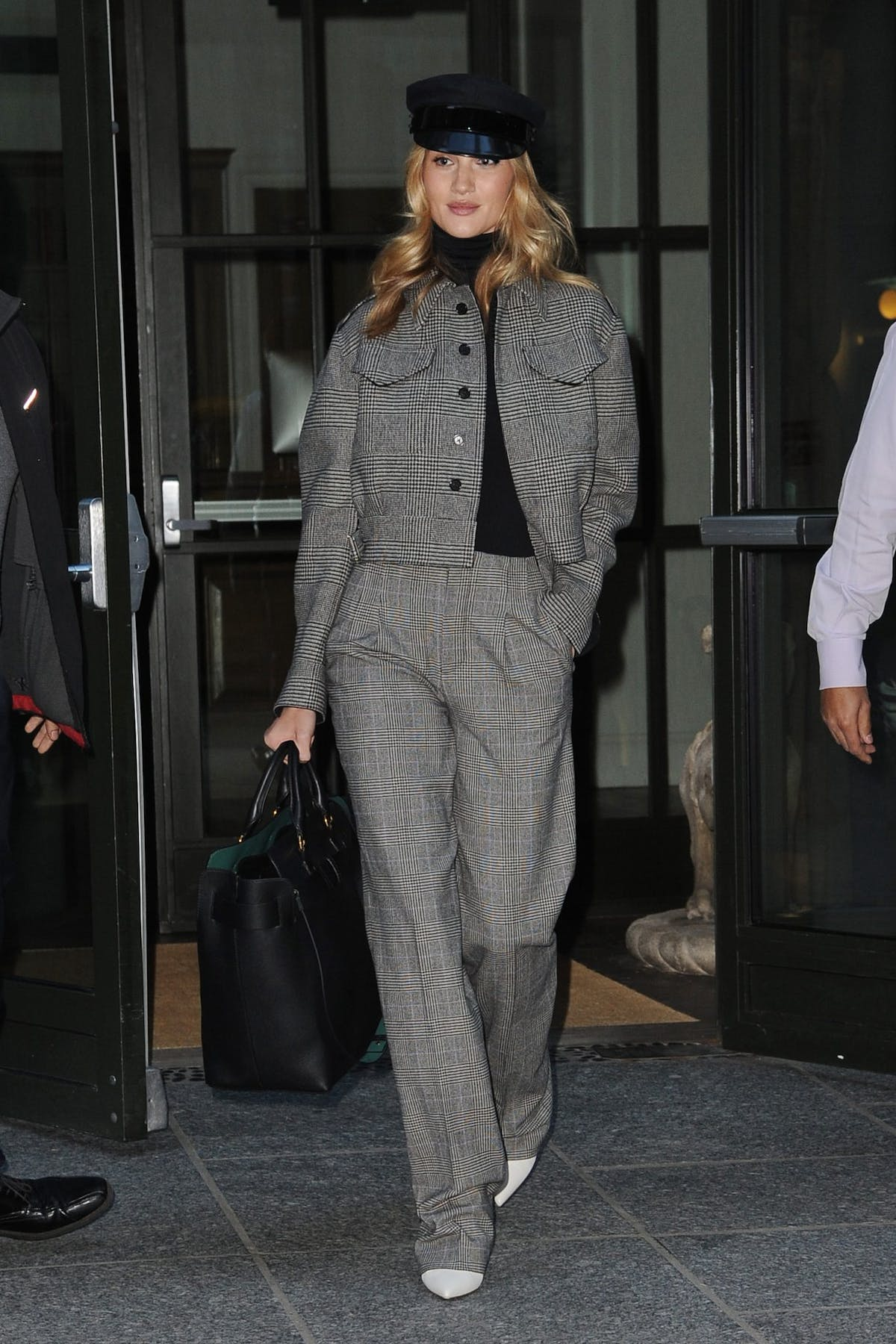 6b854c29e20 Get daily outfit inspiration with our round-up of the best A-list ...