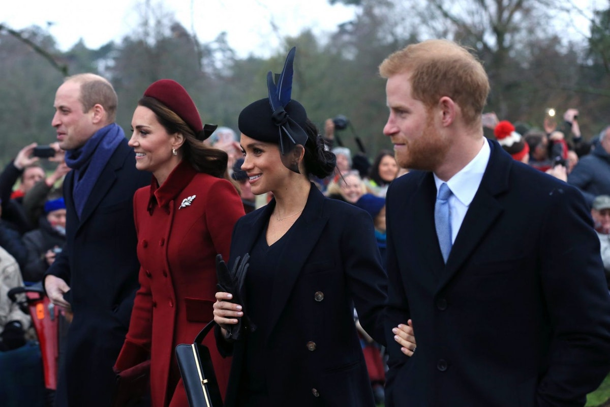 KING'S LYNN, ENGLAND - DECEMBER 25: (L-R) Prince William, Duke of Cambridge, Catherine, Duchess of Cambridge, Meghan, Duchess of Sussex and Prince Harry, Duke of Sussex leave after attending Christmas Day Church service at Church of St Mary Magdalene on the Sandringham estate on December 25, 2018 in King's Lynn, England. (Photo by Stephen Pond/Getty Images)