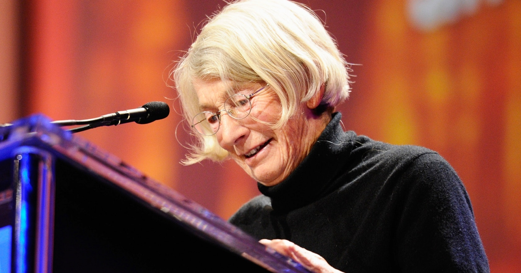 8 important life lessons we can learn from poet Mary Oliver