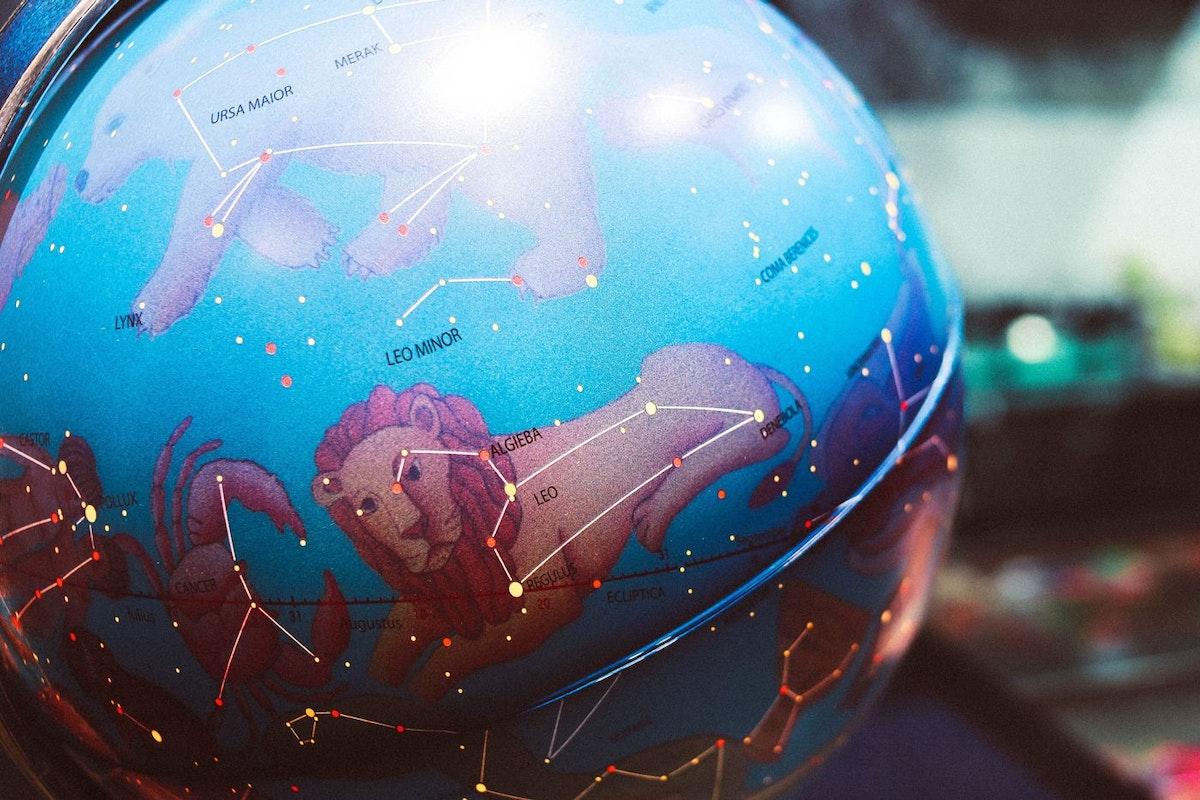Horoscope globe