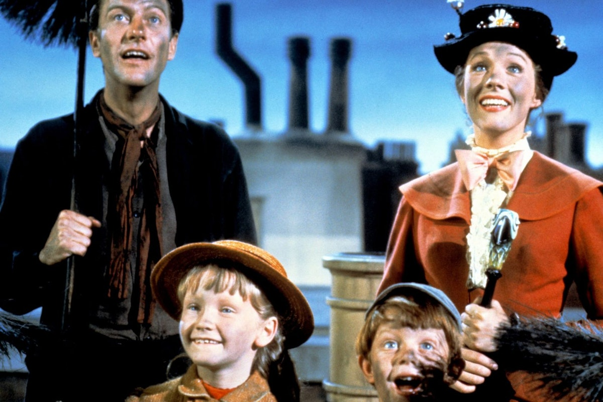 Dick Van Dyke as Bert, Julie Andrews as Mary Poppins, Karen Dotrice as Jane Banks and Matthew Garber (1956 - 1977) as Michael Banks in the Disney musical 'Mary Poppins', directed by Robert Stevenson, 1964. (Photo by Silver Screen Collection/Hulton Archive/Getty Images)