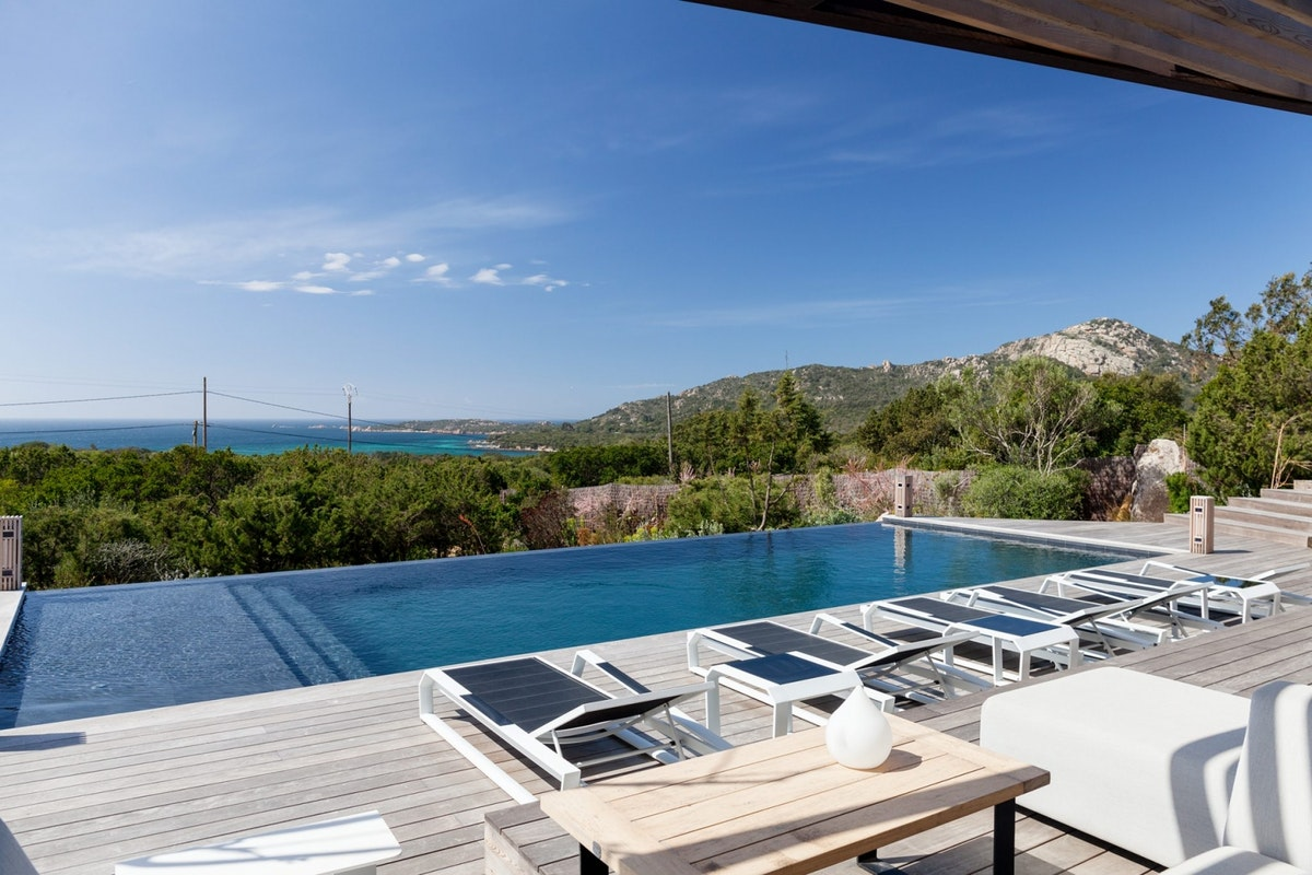Infinity pool overlooking the ocean at I Bruzzi villa in Corsica