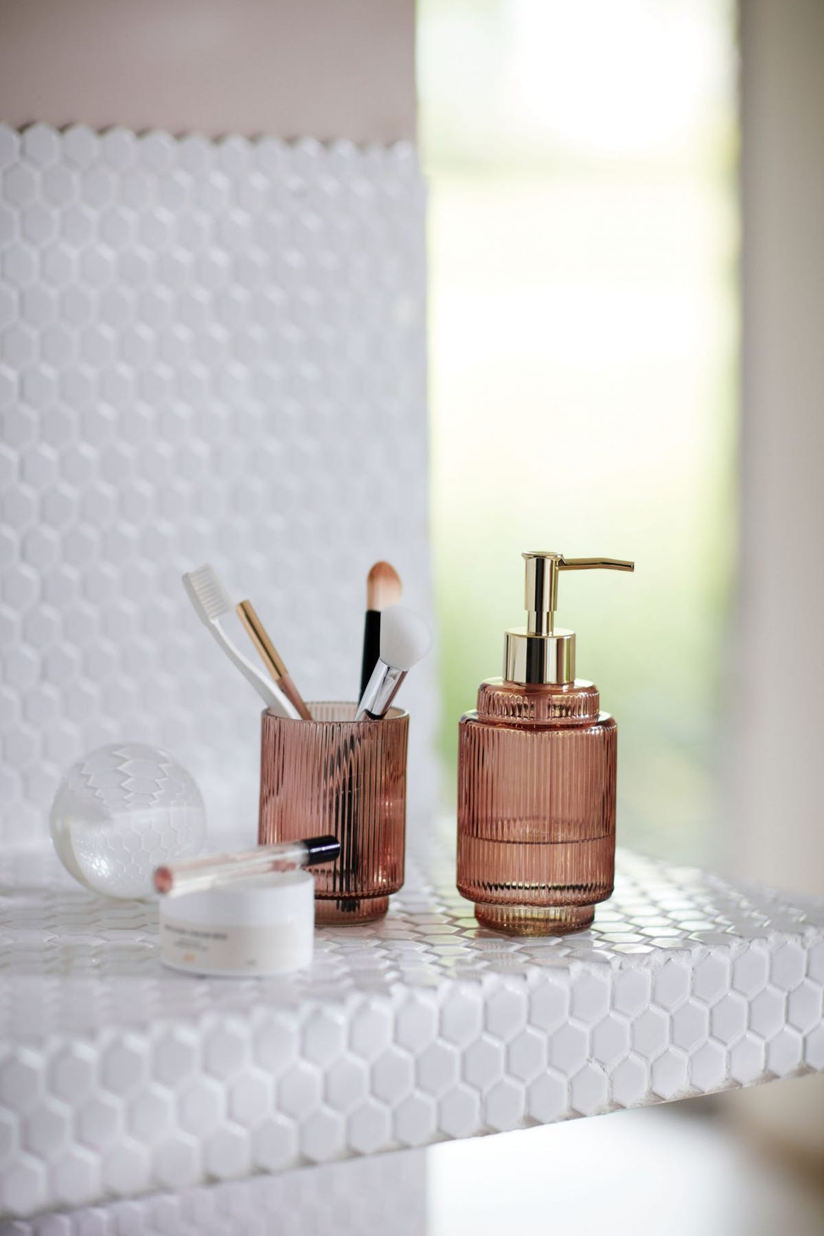 Pink bathroom accessories and ideas - Where to buy bathroom accessories ...